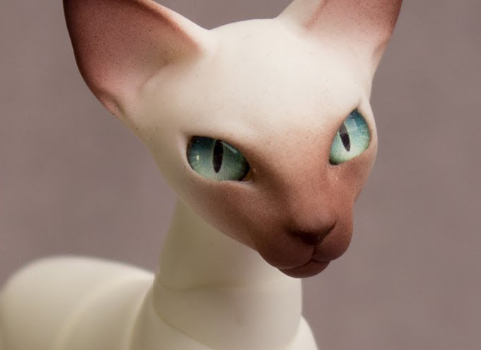 Assembling A Resin Cat / Part #2: Airbrushing